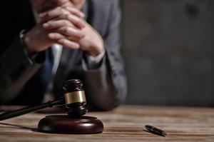 młotek sądowy 1
